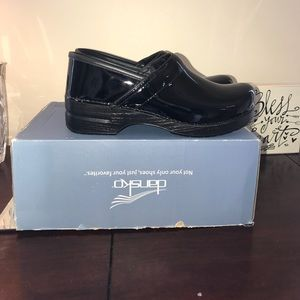 Dansko Professional Black Patent Leather 42 NIB